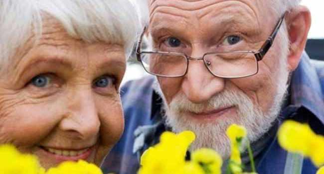 літні люди