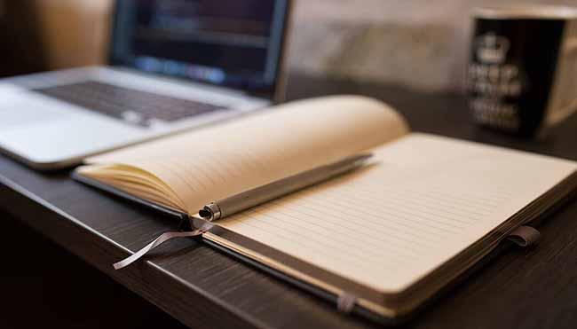 тетрадь с ручкой