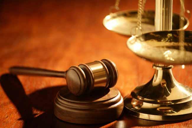 судебный молоток и весы