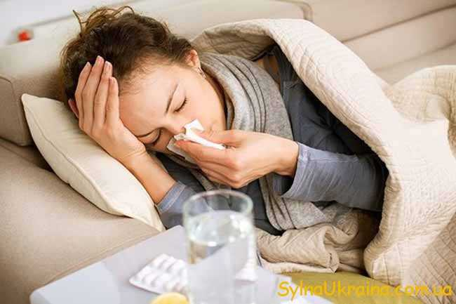жінка, хвора на грип