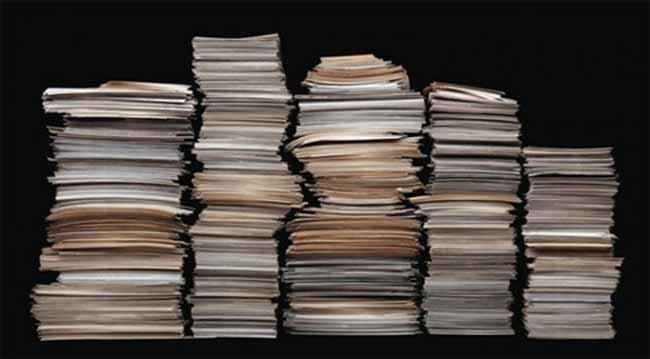деловые бумаги в папках