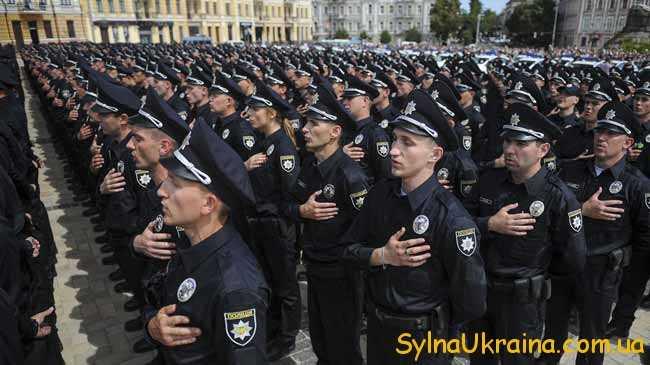 поліцейські приймають присягу