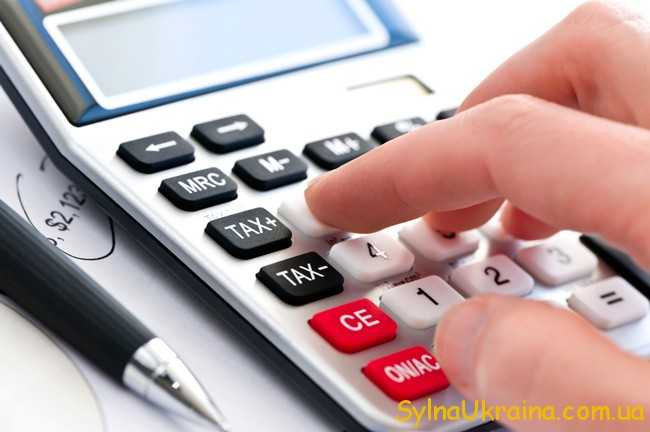 калькулятор і рука