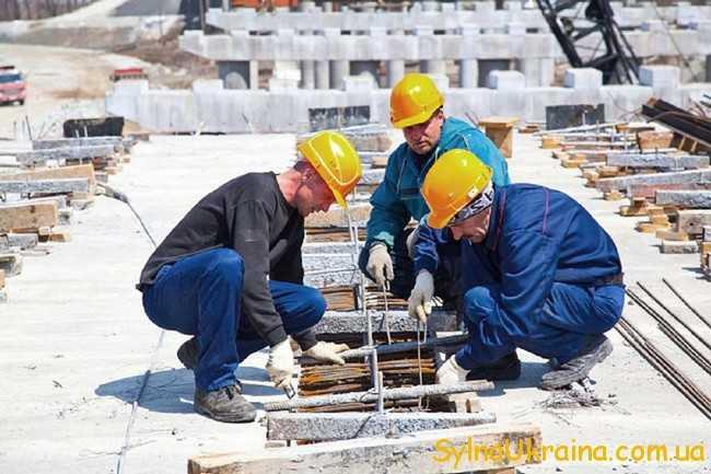 будівельники на роботі