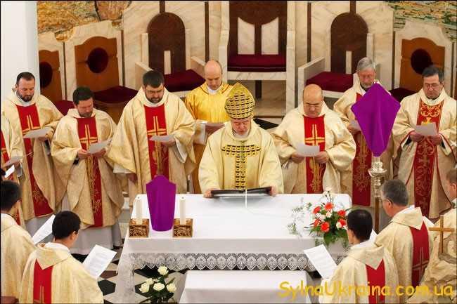 Паска Католицька 2018 розпочнеться із головного богослужіння.