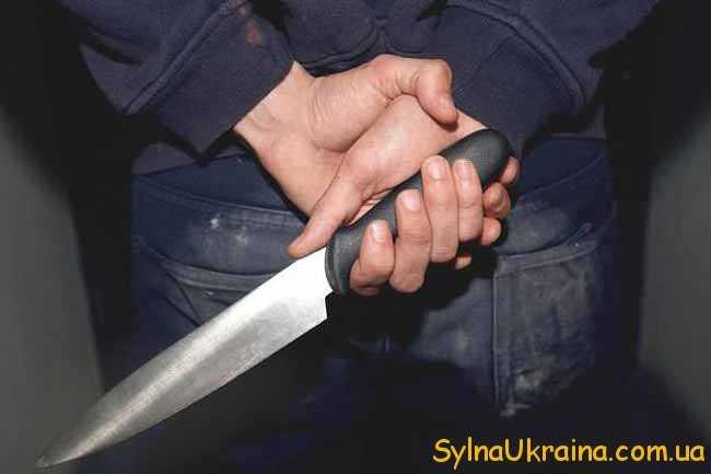 людина з ножем