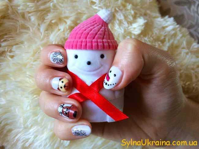 снеговичок в руках