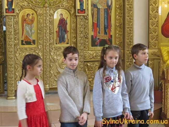 відзначати релігійні свята